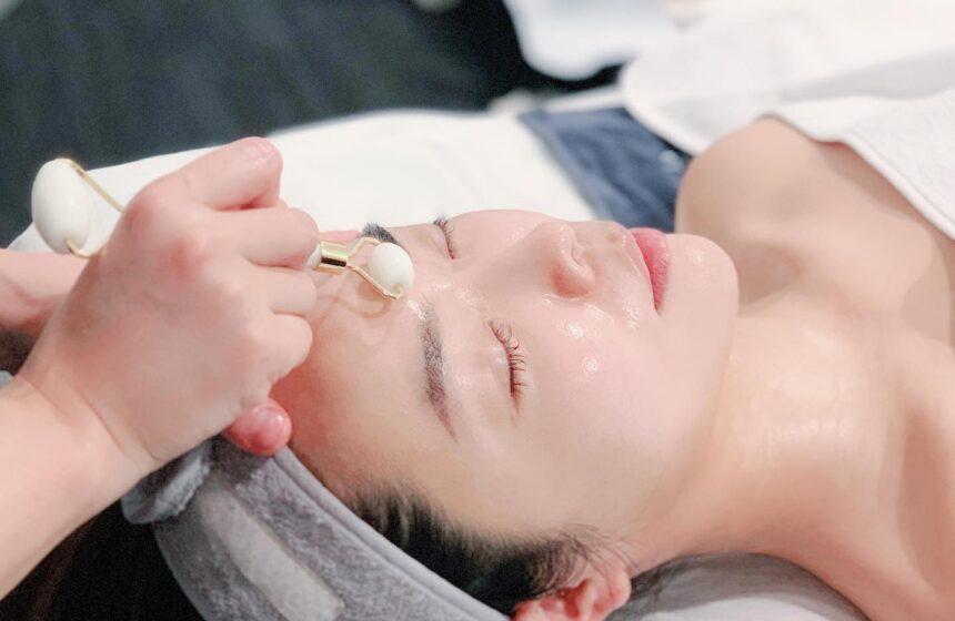 Traditional facial GUA SHA